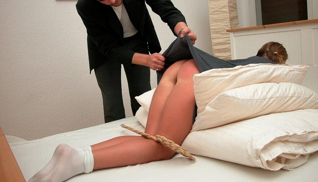 videos-of-husbands-spanking-disciplining-wife-males-group-ladies