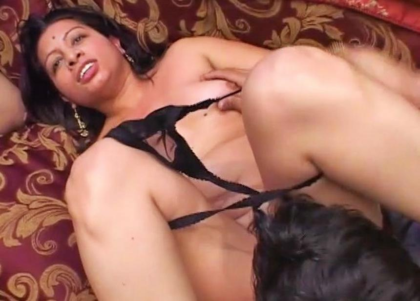 Desi girl shows her tits and pussy in forest 5
